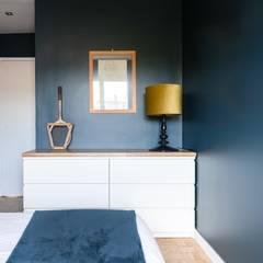 Rénovation à Saint Maurice : Chambre de style  par Anne Lapointe Chila, Moderne Bois Effet bois