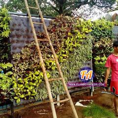 10 Gambar Desain Taman Vertikal (Vertical Garden):  Restoran by Tukang Taman Surabaya - flamboyanasri