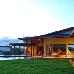 Casa de Campo: Terraços  por Sônia Beltrão Arquitetura