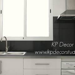 Módulos cajones en cocina: Módulos de cocina de estilo  de Kevin Raeymaekers - KP Decor Studio
