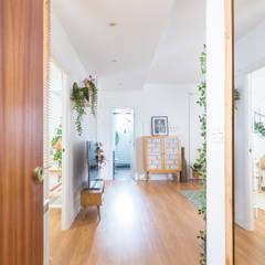 Fotografía inmobiliaria: Pasillos y vestíbulos de estilo  de Inmofoto