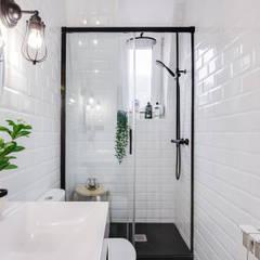 Phòng tắm by Inmofoto