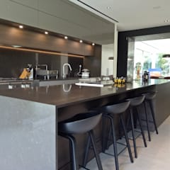 Faber Drive:  Kitchen by Furnistyle Concept