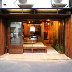 GUEST HOUSE とろとろ 空堀商店街: INTERIOR BOOKWORM CAFEが手掛けたホテルです。