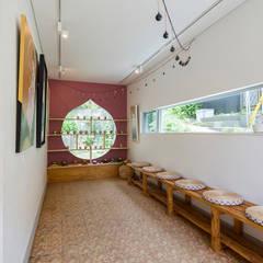 ここたまの家: 株式会社横山浩介建築設計事務所が手掛けた壁です。