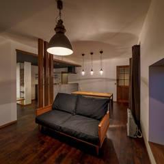 HouseY3: 一級建築士事務所 ima建築設計室が手掛けたリビングです。