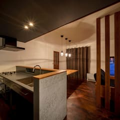 Built-in kitchens by 一級建築士事務所 ima建築設計室