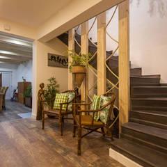 Pasillos y vestíbulos de estilo  por Atelier d'Maison, Rústico