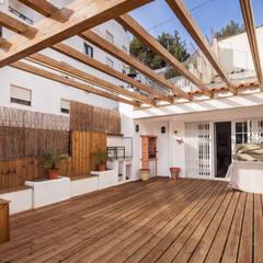 Terrace by Atelier d'Maison, Modern