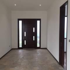 Puertas de entrada de estilo  por Arqsol