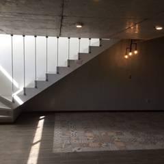 Salas multimedia de estilo  por Arqsol