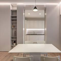 DONIZETTI: Sala da pranzo in stile  di MOB ARCHITECTS