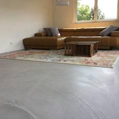 Zement im Trend – Schmidt Motion Floor – Kreative Bodengestaltung:  Wohnzimmer von Schmidt GmbH