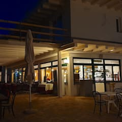 Albergo Ristorante Casablanca: Hotel in stile  di Avantgarde Construct Luxury Srl