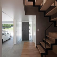 Garage prefabbricato in stile  di YIA イシウエヨシヒロ建築設計事務所