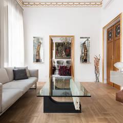 Appartamento in Prati per Listone Giordano: Sala da pranzo in stile  di Paolo Fusco Photo