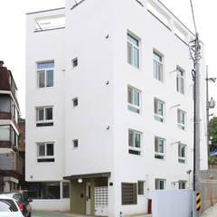 Маленькие дома в . Автор – OUA 오유에이