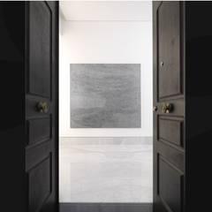 Caracciolo: Ingresso & Corridoio in stile  di giovanni francesco frascino architetto