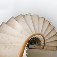 Wohnhaus AM:  Treppe von DITTEL ARCHITEKTEN GMBH