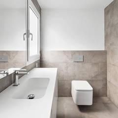 Reubicación : Baños de estilo  de Luxiform Iluminación
