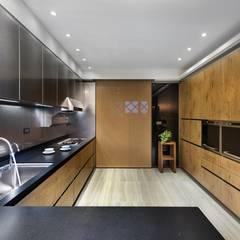 مطبخ ذو قطع مدمجة تنفيذ 宸域空間設計有限公司