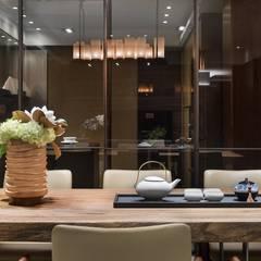 Dining room by 宸域空間設計有限公司