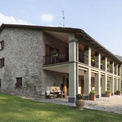 Il Mulino: Giardino in stile  di Biondi Architetti