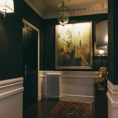 Reformar y redecorar una casa en la coruña: Pasillos y vestíbulos de estilo  de LUCIA PARGA INTERIORISTA