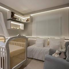 Dormitorios de bebé de estilo  por RENATA MACHADO E ANDRÉ MAGALHÃES - ARQUITETURA E DESIGN