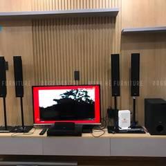 Vách cùng kệ tivi cứng cáp và chắc chắn (hình ảnh thực tế):  Tường by Công ty TNHH Nội Thất Mạnh Hệ