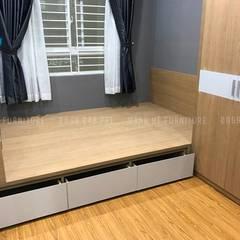 Nội thất phòng ngủ master với chiếc giường làm bằng gỗ MDF với 3 hộc nhỏ:  Phòng ngủ by Công ty TNHH Nội Thất Mạnh Hệ
