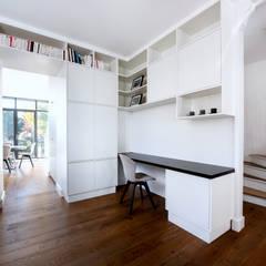 Bureau/Bibliothèque - Rueil Malmaison: Bureau de style  par Anne Lapointe Chila