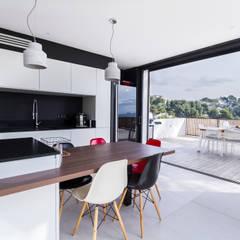 Villa Contemporaine: Cuisine de style  par Pixiflat, Moderne