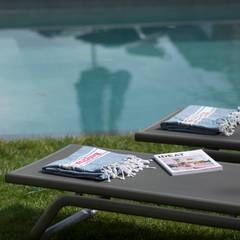 Villa Contemporaine: Piscines  de style  par Pixiflat