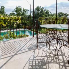Villa Provençale: Terrasse de style  par Pixiflat