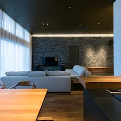 Nature Stage: 株式会社横山浩介建築設計事務所が手掛けたダイニングです。