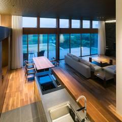 Nature Stage: 株式会社横山浩介建築設計事務所が手掛けたキッチンです。