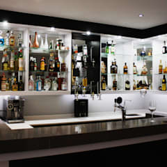 Light bar wall units:  Built-in kitchens by ilisi   Interior Architectural Design