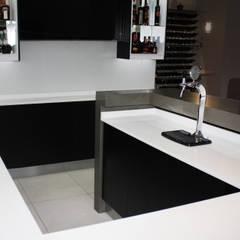 Island focus point:  Built-in kitchens by ilisi   Interior Architectural Design