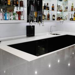 Grey, White & Black Bar colour scheme:  Kitchen units by ilisi   Interior Architectural Design