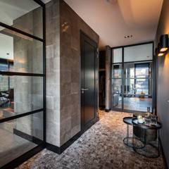 Corridor & hallway by Bongers Architecten