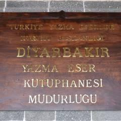 OFİS & OFİS MOBİLYA  – YAZMA ESERLER MÜZESİ DİYARBAKIR:  tarz Çatı