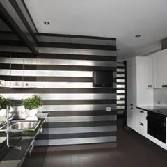 Cocinas pequeñas de estilo  por studio68-32