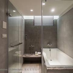 男孩房浴室:  浴室 by Hi+Design/Interior.Architecture. 寰邑空間設計