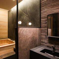 서재 옆 욕실공간, 가족 욕실: 다빈710의  욕실