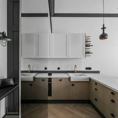 Helle Küche skandinavisch & Industriestil:  Küche von Baltic Design Shop