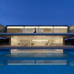 Casa de Aluminio: Casas de estilo  de FRAN SILVESTRE ARQUITECTOS