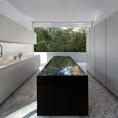 Casa de Aluminio: Cocinas de estilo  de FRAN SILVESTRE ARQUITECTOS