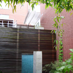 Patio garden:  Garden by Andredw van Egmond     designing garden and landscape,Modern