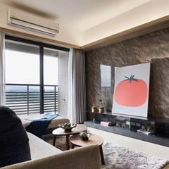 效果超高的仿石材牆面:  客廳 by 木皆空間設計